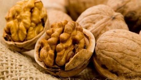 Eating a handful of walnuts