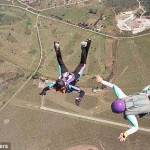 Skydiving – Teenager survives 3,000-foot fall
