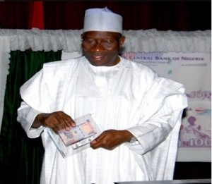 President Goodluck Jonathan brings out new N100 commemorative notes