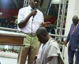 Pastor Adeboye Presents Jonathan To His Church Members
