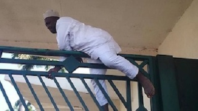 PDP Chieftain Abandons Agbada, Jumps Fence Evading Arrest Over Electoral Offences
