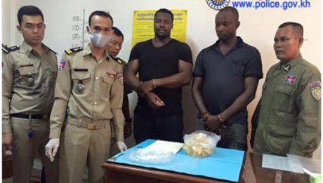 Two Nigerian men arrested for smuggling 1.27 kilograms of cocaine