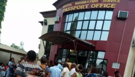 Immigration Officials Exposed Demanding Bribes For Passport In PHC