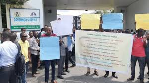 500 Science Teachers block governors office again in Cross River