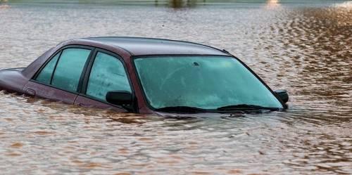Three Dead, Cars Swept Away As Flood Wreaķs Havoc In Abuja